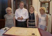 Engarda Giordani ed un gruppo di soci del Rotary Club Orta San Giulio durante la visita del Governatore